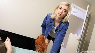 Блондинка с заросшей писей глубоко поработала ею на бритом члене парня