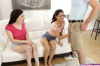 Две девушки по очереди ебут влагалищами сочный член паренька
